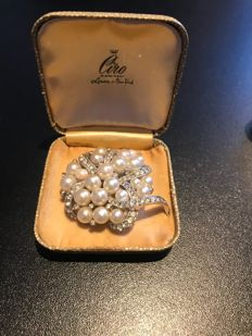 Rare crystal pearl set brooch signed looks like silver in Ciro box