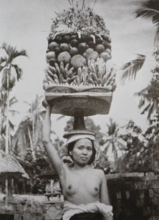 Miguel Covarrubias - Island of Bali. With an album of photographs by Rose Covarrubias - 1937