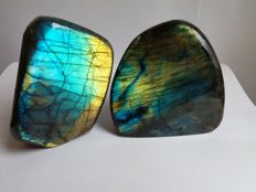 Two labradorites with perfect reflection - 1249 g (2)