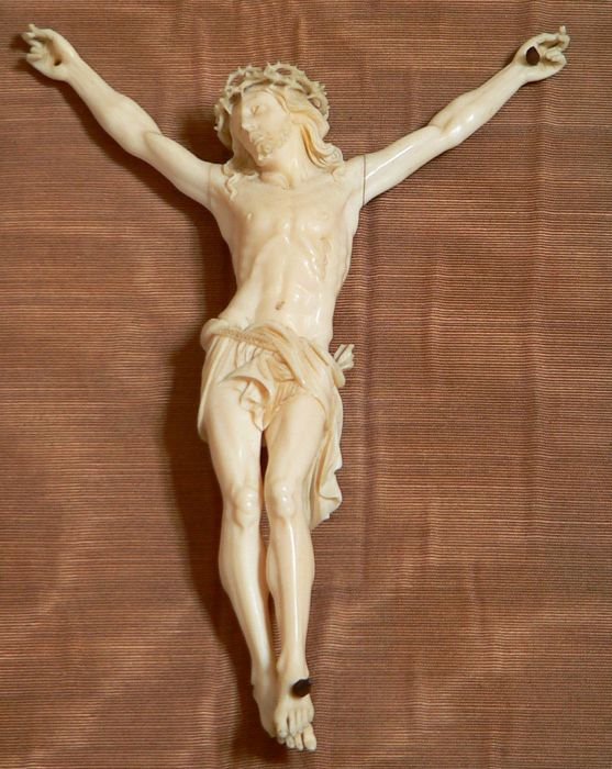 Christ in ivory based on a stoup - 19th century