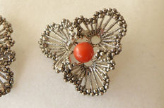 Modernism 1970s - Designer earrings with precious coral - 2.1 cm