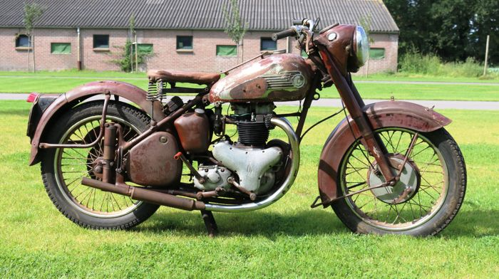 BSA - A7 - 500cc twin  - 1952