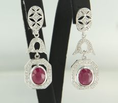 *****NO RESERVE PRICE**** 14 kt white-gold earrings, set with rubies and 88 brilliant-cut diamonds, approx. 2.72 ct in total