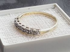 14k gold ring with 7 diamands, size 17.30mmmm/ 1.50g***no reserve