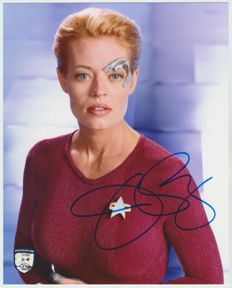 Star Trek Voyager - signed 8x10 inch photo - autographed by Jeri Ryan as Seven of Nine - OfficialPix