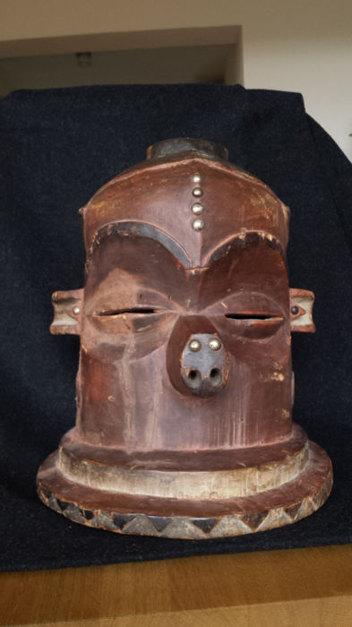 East-Pendé, DR Congo:  A very old, rare helmet mask 'Giphogo' or 'Kipoko'. A mask type that belonged only to chiefs.