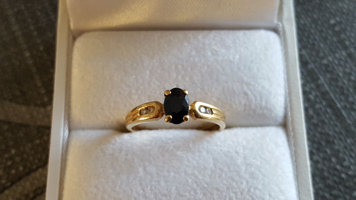 Ladies yellow gold ring year 1970 18 kt 750 set with one sapphire and four diamonds