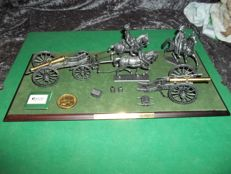 Atlas Collections - Le grande armee Napoleon - Austerlitz 1805 - beautiful diorama of cannons, 3 horses with Napoleon and rider incl. display.