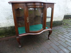 a tea display case in oak, Queen Anne, England, first half of 20th century