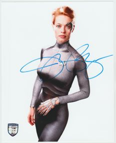 Star Trek Voyager - signed 8x10 inch photo - autographed by Jeri Ryan as Seven of Nine
