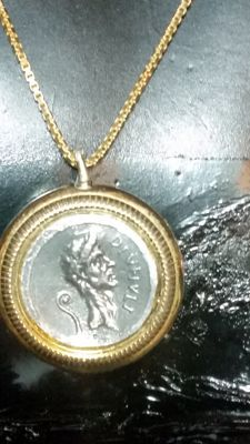 Ancient Rome - Gaius Julias Caesar - Necklace with pendant from the pre-emperial period, depicting a denarius in 900/1000 silver