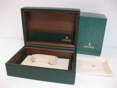 Rolex - Vintage watch-holder box, green with gold-coloured crown on the front and beige Rolex cloth in cotton. In perfect condition.