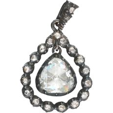 14 kt - Gold and silver pendant set with 20 rose cut diamonds of 1.04 ct in total - length x width: 29 mm x 18 mm