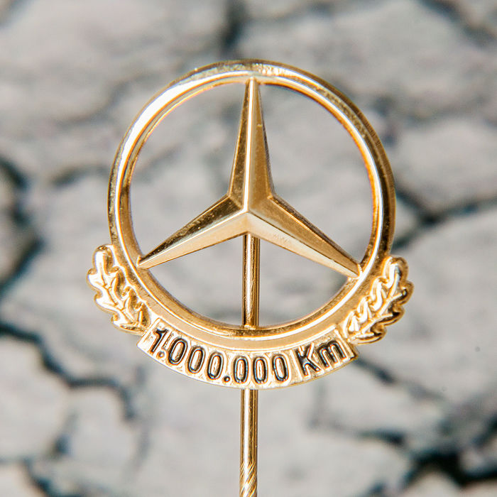 Emblem/Mascot - Mercedes Benz Daimler Gold Pin 1.000.000 Km - 2000-2010 (1 items)