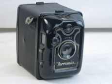Ferrania FILMA 6x9, box-type camera , made in Italy, circa 1937.