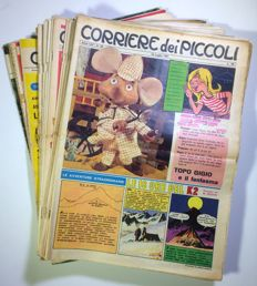 Corriere dei Piccoli - 22x assorted issues with footballer figurines (1961-1966)