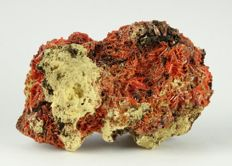 Top Quality - orange red Crocoite specimen - 7,8 x 5,3 x 4,1 cm - 110 gm