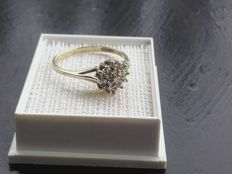 Beatiful 14k gold ring with 0.2ct diamands, size 17mmmm/ 2.0g***no reserve