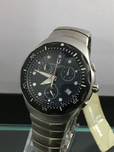 Universal Genéve Compax Chronograph – Unused Men's Watch