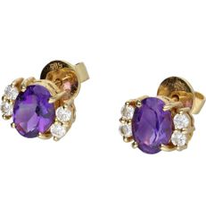 14 kt yellow gold ear studs set with amethyst and zirconia. - length x width: 1 x 1.1 cm