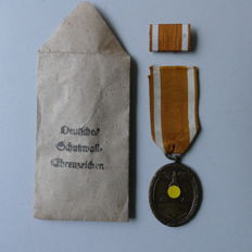 Medal German defensive wall honorary badge with manufacturer no. 84 - WWII