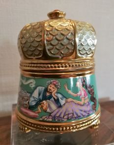 Gold-plated and enamelled porcelain music box Sjeherazade