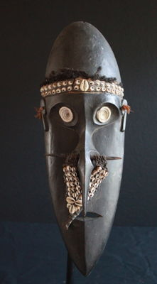 SOSSOJA MASK WITH INTERESTING NOSE ORNAMENTATION FROM BOIKEN AREA