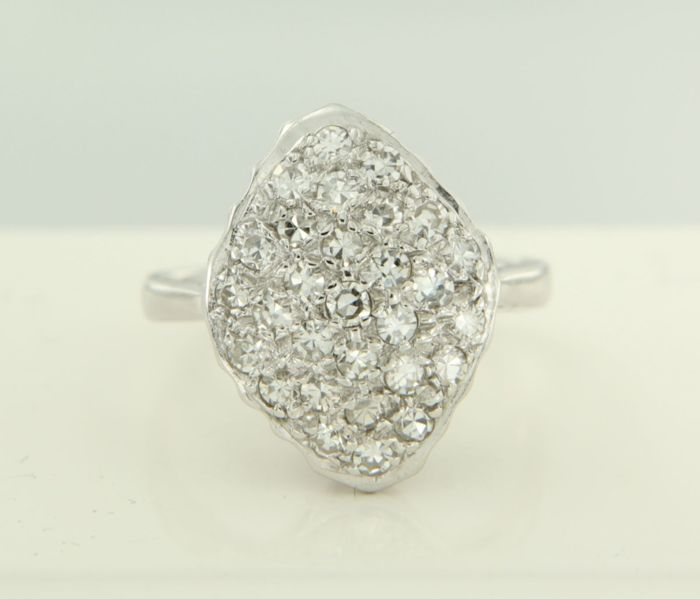 14 kt white gold ring set with 0.50 ct octagon cut diamonds, ring size: 15 (47)