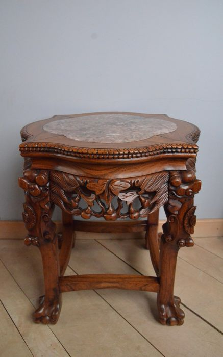 Nicely decorated side table in a marble table top - China - 1st half 20th century