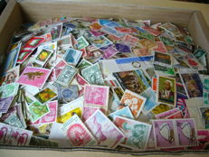 World - Batch in box, of approx. 30,000 stamps