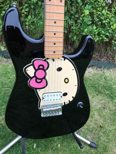 Fender Hello Kitty Squier gitaar