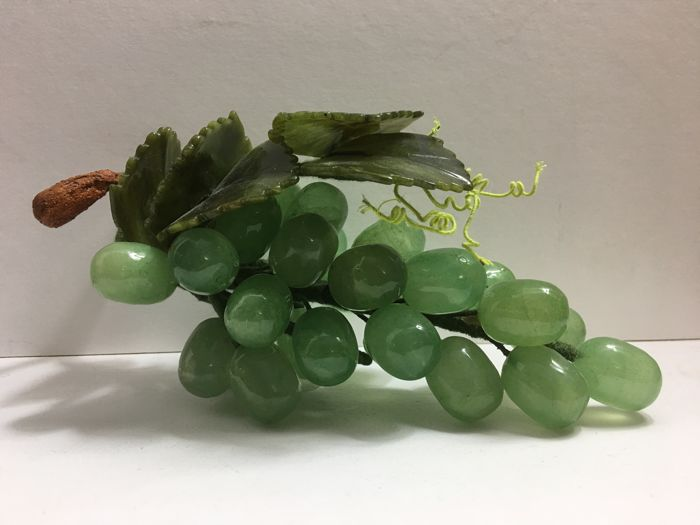 Bunch of grapes, 22 cm, of high quality Jade