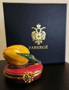 Fabergé: De Rose-but Trinket Box in Limoges porcelain, hand painted