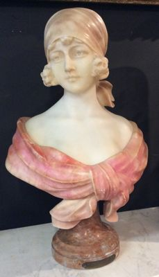 Auguste Henri Carli (1868-1930) - Young girl bust in alabaster and marble