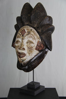 Large Okuyi Facial Mask - PUNO - Gabon