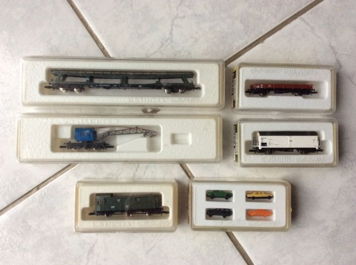 Märklin Z - 8734/8725/8726/8701/8602/8703 - Five wagons and four carriages of the DB