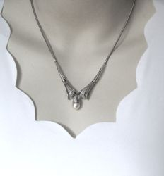 14 kt vintage necklace in white gold with diamond and cultured Akoya pearl