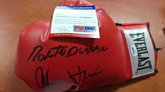 "Original boxing glove, left hand, red ,Everlast, signed by the legends of the ring, Roberto Duran ""Stone hands"" & Thomas Hearns with authenticity certificate PSA / DNA"