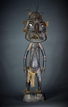 Oceanic Tribal Art, Sawos Ancestor figure from the Middle Sepik river region. Papua New Guinea.