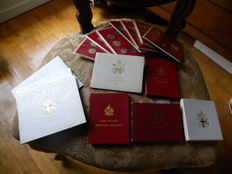 Vatican City - Divisional series and commemorative issues, including silver, from 1958 to 1984 (total of 16 pieces)