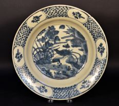 Beautiful blue and white porcelain charger - China - 16th century, Ming dynasty