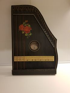 Vintage Guitar zither