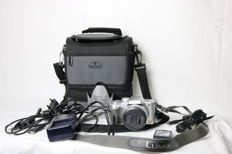 Panasonic Lumix DMC-FZ5 digital 5 Mp camera (2005) with Samsonite Biskaya DV-55 Duo bag