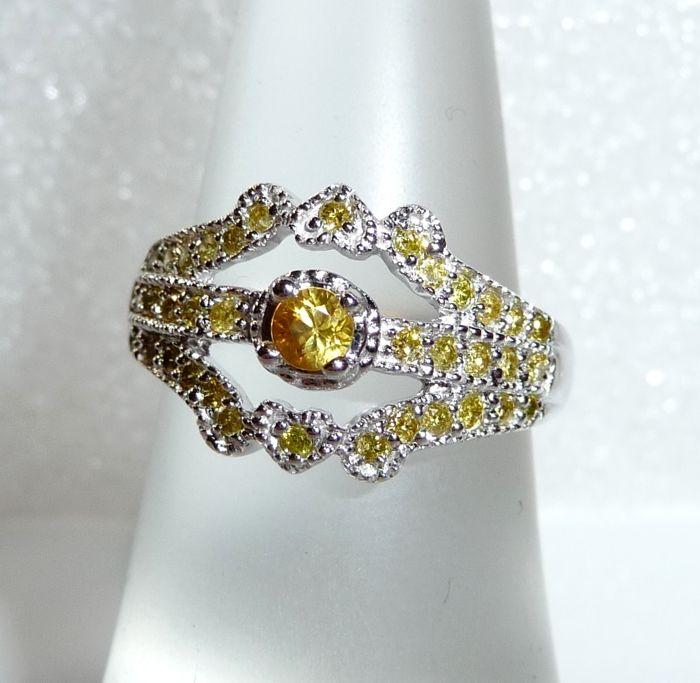 Ring 14 kt / 585 white gold, 0.50 ct fancy diamonds in yellow + 0.20 ct yellow sapphire, ring size 52