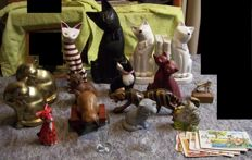 Lot Cat Figurines and postcards - earthenware, brass, wood, glass, plastic, paper
