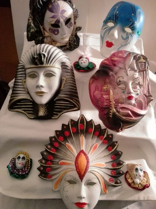 Beautiful lot of decorative ceramic Venetian masks of various sizes