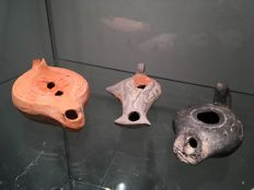Lot of Roman terracotta oil lamps 12 x 7.5 cm / 13 x 6.5 cm / 10 x 6cm (3)