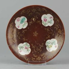 Chinese Porcelain Famille Rose Cafe au Lait Plate Cartouche Jiaqing M&P - China - 18/19C
