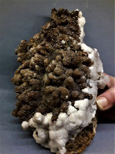 Rare lustrous brown Smithsonite crystals with white Aragonite on matrix - 20 x 13 x 8 cm - 1800 gr