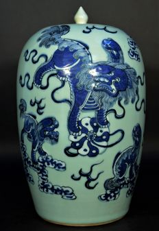 Chinese Celadon glaze blue and white covered vase, Ca 1900 Qing